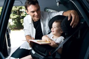 Dónde y cómo se debe instalar la silla de coche del bebé